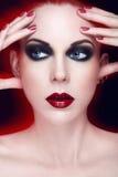 Jonge vrouw met rood haar Stock Foto's