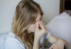 Jonge vrouw met sinus stock foto's