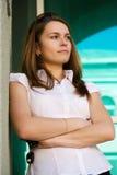 Jonge vrouw met sleutels. Royalty-vrije Stock Afbeeldingen