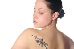 Jonge vrouw met tatoegering Stock Afbeelding