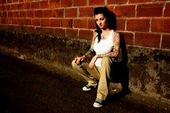 Jonge vrouw met tatoegeringen Royalty-vrije Stock Foto