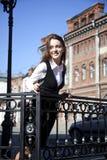 Jonge vrouw met telefoon Stock Fotografie