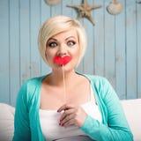 Jonge vrouw met valse lippen Stock Afbeeldingen