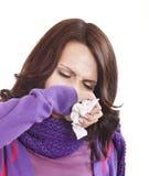 Jonge vrouw met zakdoek die koude heeft. Stock Fotografie