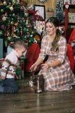 Jonge vrouw met zoon royalty-vrije stock foto's