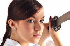 Jonge vrouw met zwaard Royalty-vrije Stock Fotografie