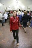 Jonge vrouw in metro royalty-vrije stock foto's