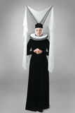 Jonge vrouw in middeleeuwse kleding Royalty-vrije Stock Afbeelding