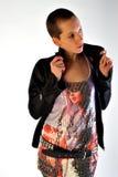 Jonge vrouw in moderne kleding Stock Foto's