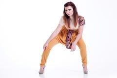 Jonge vrouw in modieuze kleren stock afbeeldingen