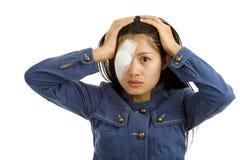 Jonge vrouw na oogchirurgie Stock Afbeelding