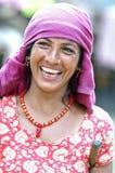 Jonge vrouw in nationale kleren op de straat Stock Foto's