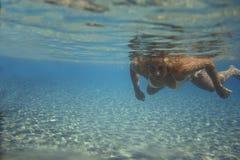 Jonge vrouw onderwater. Royalty-vrije Stock Afbeeldingen