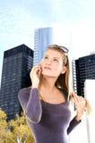 Jonge Vrouw op de Telefoon Royalty-vrije Stock Foto's
