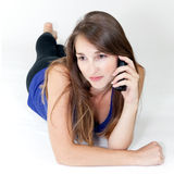 Jonge vrouw op de telefoon Royalty-vrije Stock Afbeeldingen