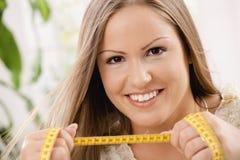 Jonge vrouw op dieet stock foto