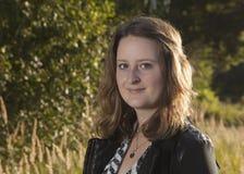 Jonge vrouw op een gebied Royalty-vrije Stock Foto's
