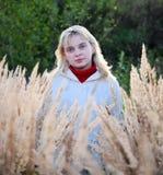 Jonge vrouw op gebied Royalty-vrije Stock Afbeelding