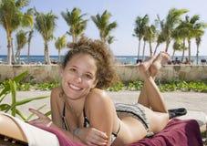 Jonge vrouw op het strand in Mexico royalty-vrije stock fotografie