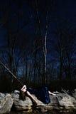 Jonge Vrouw op Rotsen royalty-vrije stock foto