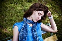 Jonge vrouw op schommeling Stock Fotografie