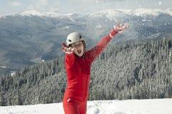 Jonge vrouw op sneeuw stock foto