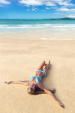 Jonge vrouw op strand Royalty-vrije Stock Fotografie