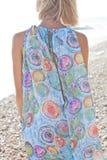 Jonge vrouw op strand Royalty-vrije Stock Foto's