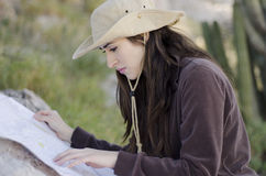 Jonge vrouw op wandelingsreis Royalty-vrije Stock Afbeelding