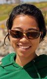 Jonge Vrouw in openlucht op Zonnige Dag Royalty-vrije Stock Foto