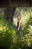 Jonge vrouw in platteland Stock Foto