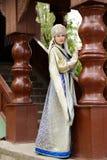 Jonge vrouw in Russisch kostuum Stock Afbeelding