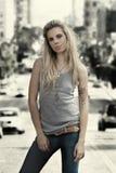 Jonge vrouw status Royalty-vrije Stock Fotografie