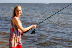 Jonge vrouw visserij Royalty-vrije Stock Afbeeldingen