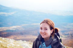 Jonge vrouw wandeling Stock Foto's