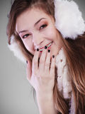 Jonge vrouw in wintertijd Stock Afbeeldingen