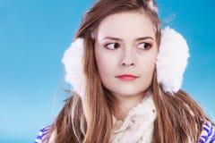 Jonge vrouw in wintertijd Royalty-vrije Stock Fotografie