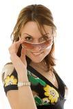 Jonge vrouw in zon glasse stock afbeelding