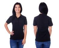 Jonge vrouw in zwart polooverhemd stock afbeelding