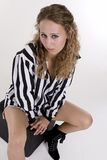 Jonge vrouw in zwart-wit gestreept overhemd Royalty-vrije Stock Afbeelding