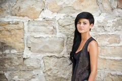 Jonge vrouw in zwarte Stock Foto's