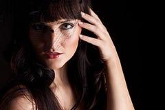 Jonge vrouw in zwarte hoed met netto Royalty-vrije Stock Afbeelding