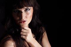 Jonge vrouw in zwarte hoed met netto Royalty-vrije Stock Fotografie