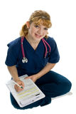 Jonge vrouwelijke arts met stethoscoop Royalty-vrije Stock Foto's