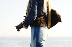 Jonge vrouwelijke fotograaf Stock Foto's