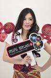 Jonge vrouwelijke presentator bij de 23ste Markt 2012 van de Foto Stock Foto