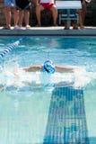 Jonge Vrouwelijke Zwemmende Vlinder royalty-vrije stock foto