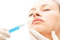 Jonge vrouwen die met botox inspuiten royalty-vrije stock foto's