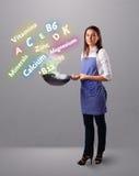 Jonge vrouwen kokende vitaminen en mineralen Royalty-vrije Stock Fotografie