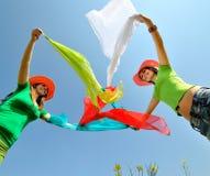 Jonge vrouwen openlucht in de zomer Stock Afbeeldingen